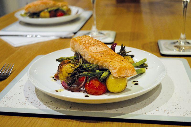 Salmon and asparagus oven bake